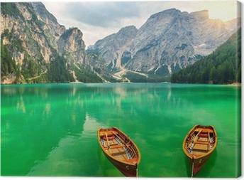 Leinwandbild Wunderbare Bergsee und Boote in den Dolomiten, Italien