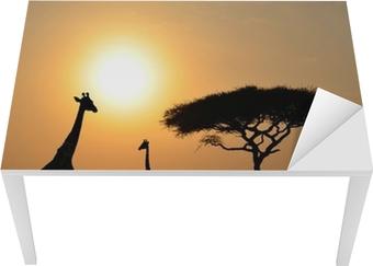 Masa Çıkartması Sunset ile Akasya ağacı ile Zürafalar ve Fil