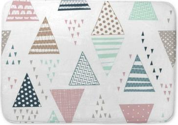 422337c86f3bd7 Mata łazienkowa Jednolite wzór z ozdobnymi ręcznie rysowane trójkąty.