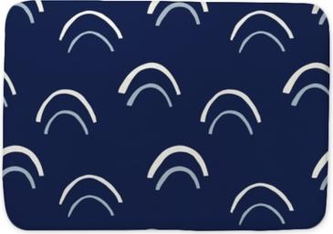 Mata łazienkowa Krem rysowane ręcznie łuki wektor wzór. abstrakcyjne wycięcie druku. geometryczne indygo fishscale tło