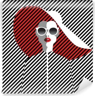 b394f774b Mural de Parede Autoadesivo Mulher jovem e bonita com óculos escuros e  chapéu, estilo retrô