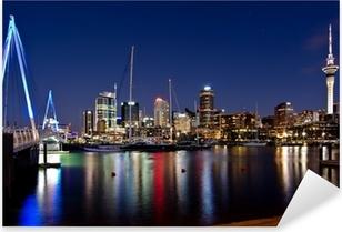 Naklejka Pixerstick Auckland, Nowa Zelandia, Skyline w nocy z mostu