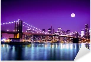 Naklejka Pixerstick Brooklyn Bridge i NYC z pełni księżyca