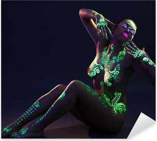 Naklejka Pixerstick Elegancka kobieta z zielonym UV wzór na ciele