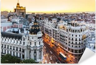 Naklejka Pixerstick Panoramiczny widok na Gran Via, Madryt, Hiszpania.