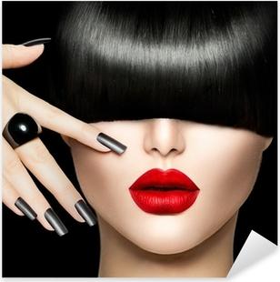 Naklejka Pixerstick Piękna Dziewczyna Portret z stylu Trendy Hair, makijaż i manicure