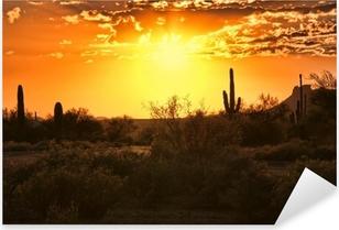 Naklejka Pixerstick Piękny widok na zachód słońca na pustyni w Arizonie z kaktusów