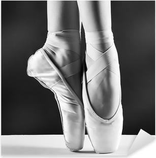 Naklejka Pixerstick Zdjęcie pointes, baleriny w na tle czarnym