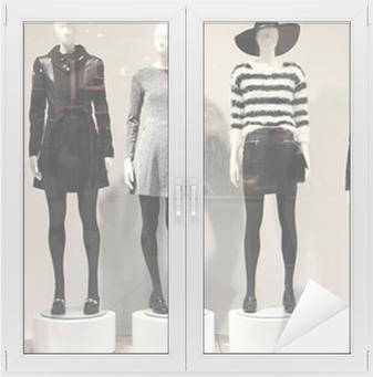 97f8b399848a Obraz na plátně Figuríny v obchod s oblečením • Pixers® • Žijeme pro změnu