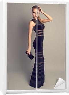 Fototapeta Docela tenký model nosí elegantní večerní šaty e987be9638