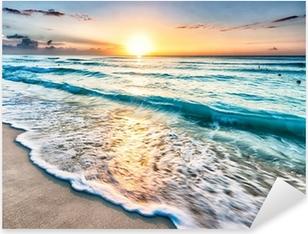 Nálepka Pixerstick Východ slunce nad pláží v Cancúnu