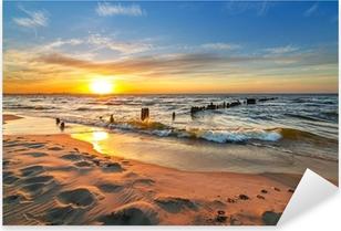 Nálepka Pixerstick Západ slunce na pláži u Baltského moře v Polsku