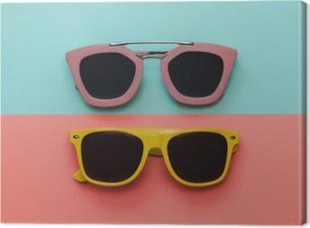 Obraz na Plátně Byt Dispozice módní set: dvě sluneční brýle na pastelové pozadí. Pohled shora.