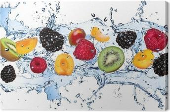 Obraz na Plátně Čerstvé ovoce v stříkající vodě, izolovaných na bílém pozadí