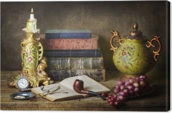 Obraz na plátně Klasické zátiší s starožitností, vintage knihy, staré potrubí, brýle, kapesní hodinky a hrozny na rustikální dřevěný stůl.