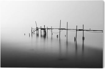 Obraz na Pleksi Długa ekspozycja o zniszczonej Molo w środku Sea.Processed w B