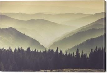 Obraz na płótnie Mgliste górskie zbocza