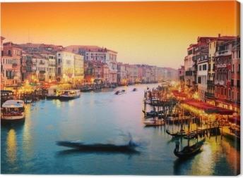 Obraz na płótnie Wenecja, Włochy. Gondola pływa na Canal Grande na zachodzie słońca