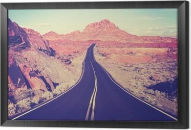 Rámovaný obraz na plátně Vintage tónovaný zakřivený pouštní dálnice, cestovní koncept, USA