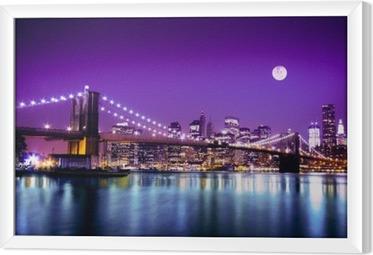 Obraz na płótnie w ramie Brooklyn Bridge i NYC z pełni księżyca