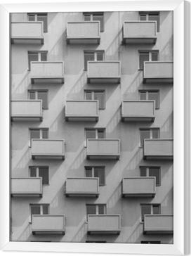 Obraz na płótnie w ramie Budynek z identycznymi balkonami i oknami z cieniem na ścianie