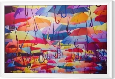 Obraz na płótnie w ramie Kolorowe parasole wiszące nad ulicą