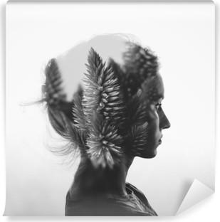 Papier peint autocollant Double exposition Creative avec le portrait de la jeune fille et des fleurs, monochrome