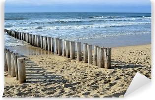 Papier peint vinyle Brise-lames sur la plage de la mer du Nord à Domburg Hollande