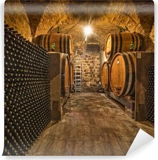 Papier peint vinyle Cave à vin avec des bouteilles et fûts de chêne