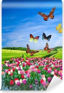 Papier peint vinyle Champ de fleurs colorées et d'un groupe de papillon