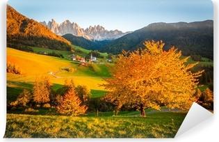 Papier peint vinyle Dolomites Alpes, Val di Funes, paysage d'automne