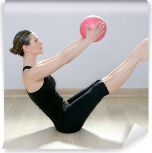 Papier peint vinyle Femme pilates stabilité ballon de fitness salle de gym yoga