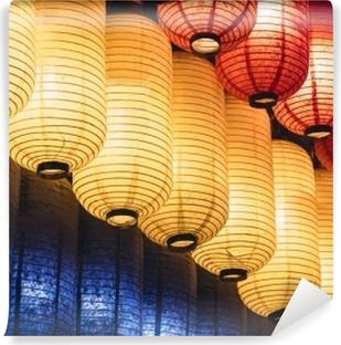Papier peint vinyle Festival japonais de lanterne du japon dans la décoration lumineuse de lanterne de papier coloré de temple
