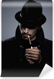 Papier peint vinyle Homme mystérieux allumant une cigarette
