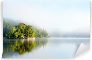 Papier peint vinyle Île de matin brumeux