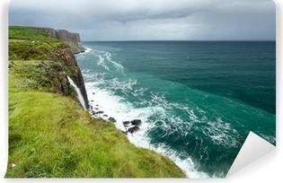 Papier peint vinyle Kilt Rocher Seascape, Isle of Skye, en Écosse