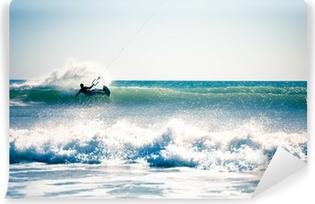 Papier peint vinyle Kite surf dans les vagues.