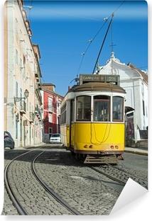 Papier peint vinyle Lisbonne : Tram Jaune - Ligne 28