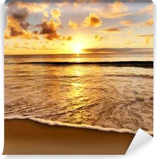 Papier peint vinyle Magnifique coucher de soleil sur la plage