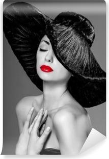 Papier peint vinyle Magnifique femme dans un chapeau