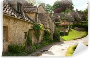 Papier peint vinyle Maisonnettes traditionnelles Cotswold en Angleterre. Bibury, Royaume-Uni.