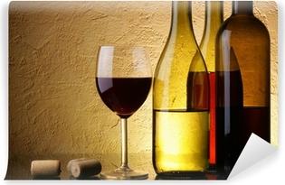 Papier peint vinyle Nature morte avec trois bouteilles de vin et le verre