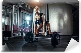 Papier peint Jeune fille sexy dans la salle de gym faire squat avec  haltères • Pixers® - Nous vivons pour changer 7647562bd48