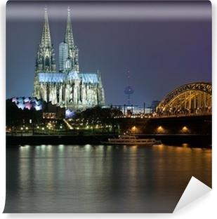 Papier peint vinyle Soirée vue sur la cathédrale de Cologne et Pont Hohenzollern