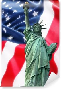 Papier peint vinyle Statue de la Liberté New York contre un drapeau des Etats-Unis
