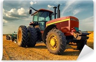 Papier peint vinyle Tracteur sur le terrain agricole