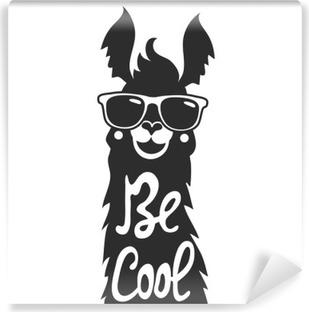 Papier peint vinyle Vector illustration d'un élégant animal lama dans des lunettes de soleil. Soyez cool - lettrage citation.
