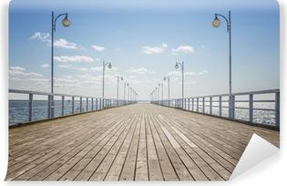 Papier peint vinyle Vieux quai en bois vide sur le rivage de la mer, avec copie espace