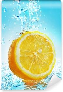 Papier peint vinyle Water splash on lemon