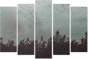 Pentáptico Montón de pájaros que vuelan cerca de la caña en un estilo vintage cielo- oscuro blanco y negro